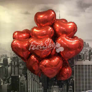 Композиция из красных фольгированных сердец №1